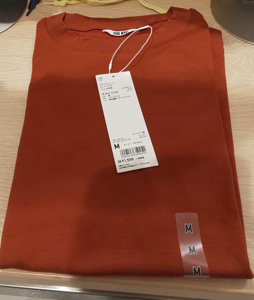 ユニクロオーバーサイズのダークオレンジTシャツ