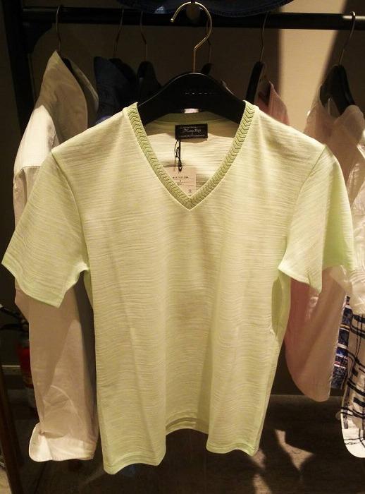 黄緑のTシャツ