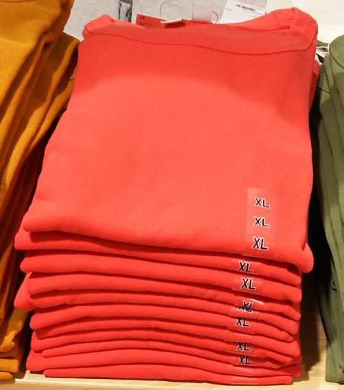 オレンジのTシャツ
