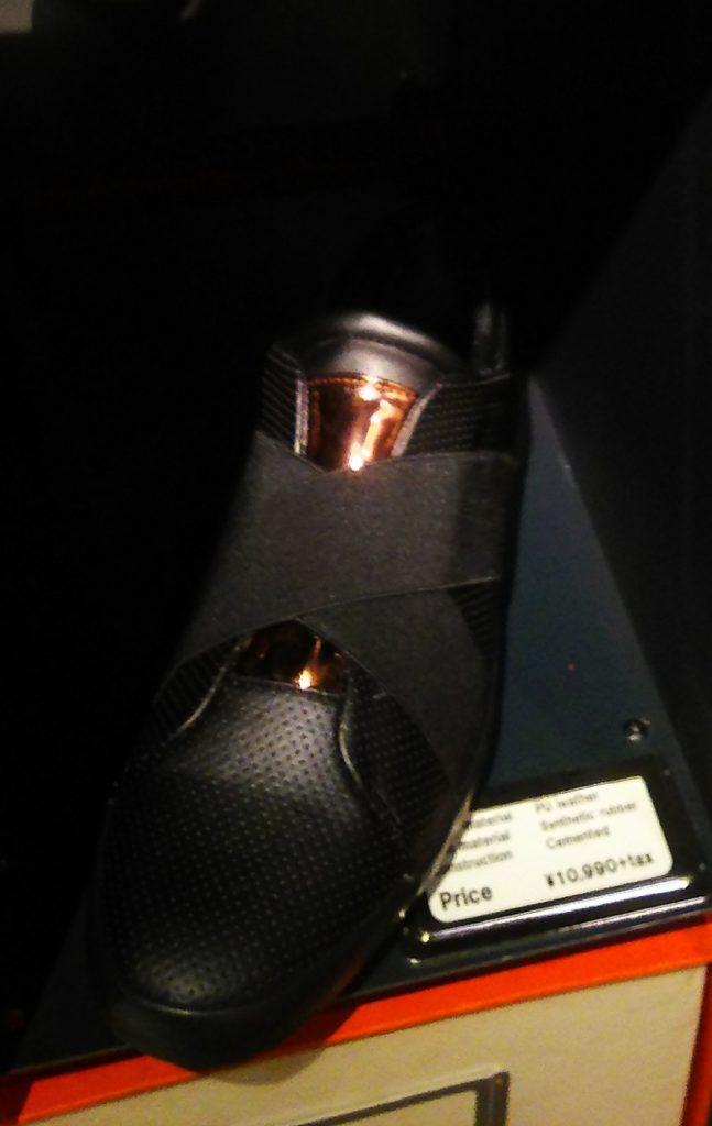 アラウンドザシューズ/around the shoes クロスバンドレースレススニーカー ブラック 12,089円(税込)