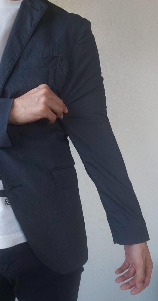 二の腕部分が太い状態の画像