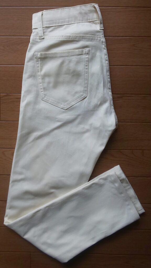 ユニクロ EZYウルトラストレッチカラージーンズ(スキニーフィット・丈標準76~79cm)ナチュラル 3,990円(税抜)