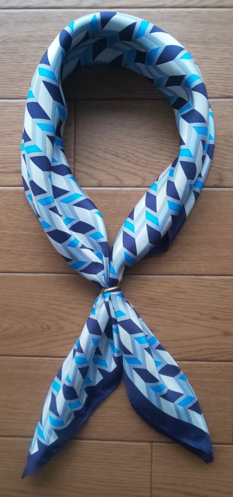 MONSIEUR NICOLE 【ex/tra】幾何学柄ネッカチーフ ブルー 10,780円