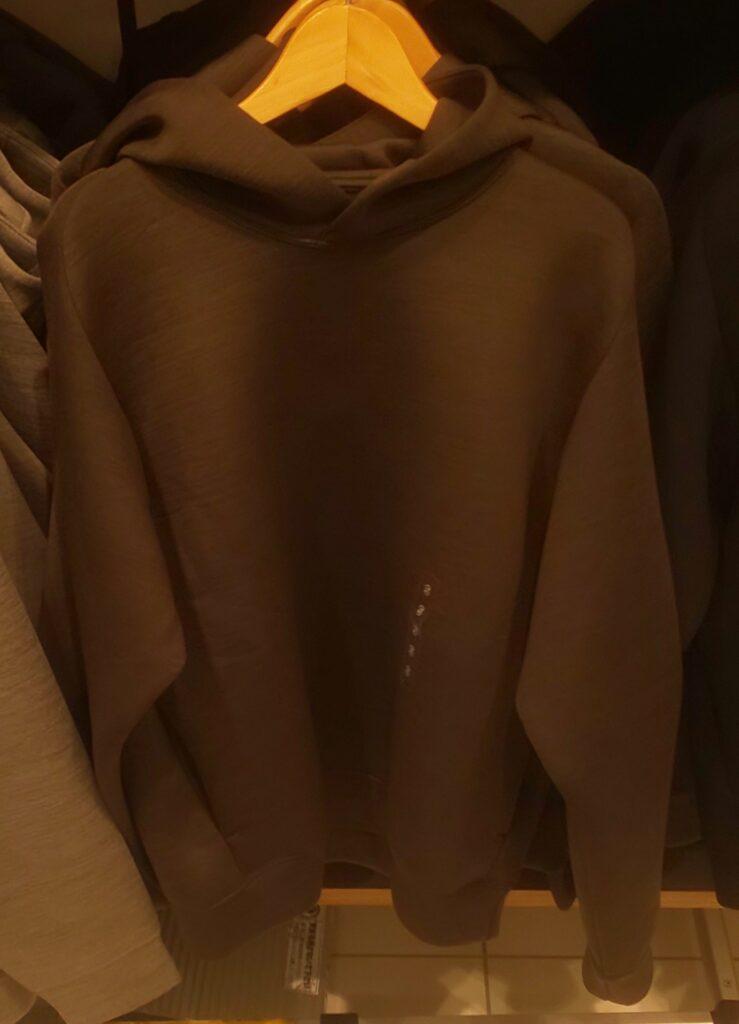 ユニクロ ウルトラストレッチドライスウルトラストレッチドライスウェットプルパーカ(長袖)ダークグリーン 2,990円