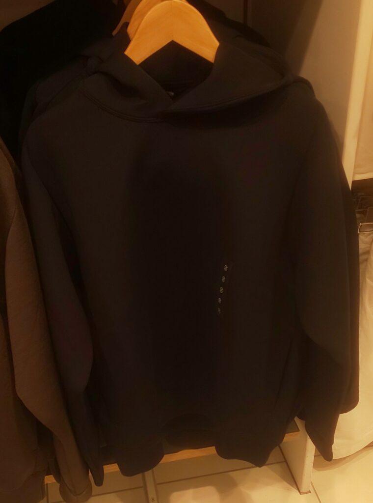 ユニクロ ウルトラストレッチドライスウェットプルパーカ(長袖)ブラック 2,990円